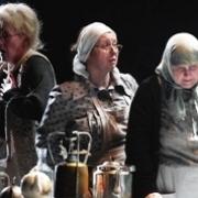 Сценой драматического театра завладели женщины