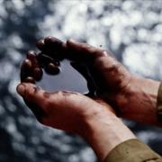 Иртыш покрылся нефтяными пятнами