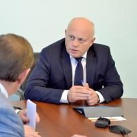 Жители Омской области попросили у Губернатора дополнительную машину скорой помощи и новую остановку
