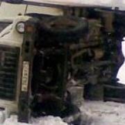На Исилькульском тракте опрокинулся грузовик с нефтью