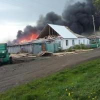 В Омской области сгорело три дома, пока ехала пожарная