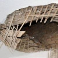 В квартире одной из омских семей рухнул потолок