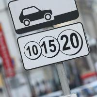 В Омске хотят обустроить платные парковки на деньги инвесторов