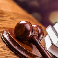 Омичка через суд отстояла свое право ходить в туалет