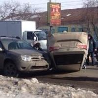 В ДТП на Маркса в Омске пострадала девушка-водитель