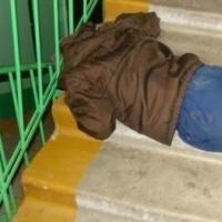 В омском подъезде заживо сожгли пьяного мужчину
