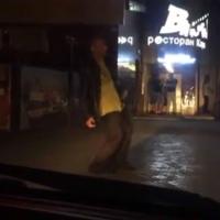 Омские интернет-сообщества покорило видео пьяного уличного танцора
