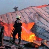 В поселке Новоомский сгорела крыша овощехранилища