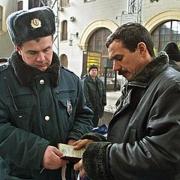 Омич обвинил полицейских в похищении денег