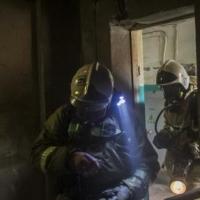 В Омске из горящего дома спасли троих человек