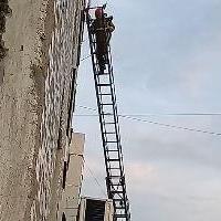 Маленький омич чуть не выпал из окна 8 этажа (видео)