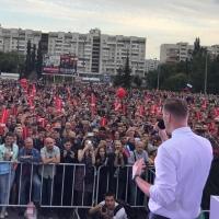 Навальный в Омске: море людей, очереди и автозаки
