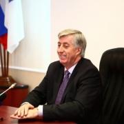 Виктор Шрейдер поздравил ветеранов муниципальной службы с Днём города