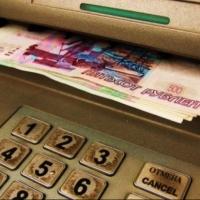 Омич не удержался и украл оставленные в банкомате деньги
