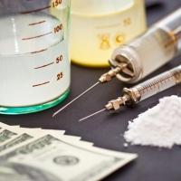В Омске мама помогала бывшему наркополицейскому торговать наркотиками