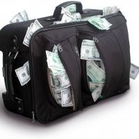 У омского бизнесмена на улице вырвали сумку с 2,5 миллионами