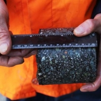 Омские специалисты проверили качество нового асфальта на 36-й Северной