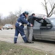 Водитель сбил автоинспектора на Шебалдина и скрылся