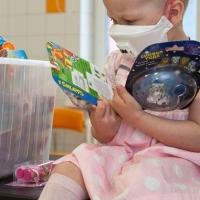 Омичи добавляют храбрости онкобольным детям