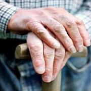 В Омской области соседи ограбили пенсионера на восемь тысяч долларов