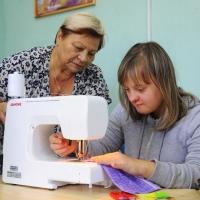 В Омске начала работу швейная мастерская для людей с синдромом Дауна