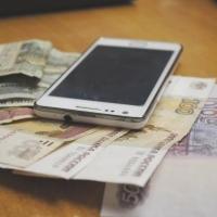 Двое омичей лишились денег из-за вируса на мобильных телефонах