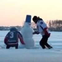 Болельщики «Авангарда» записали видео сожжения снеговика