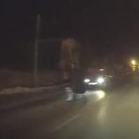 Перебегавшую дорогу пьяную омичку сбило такси