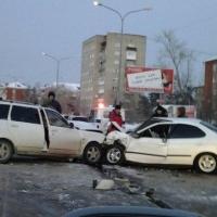 В Омске четыре человека получили травмы в крупной аварии