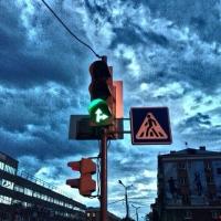 Омич пожаловался в соцсети на пробки из-за трехфазных светофоров