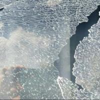 Неизвестный расстрелял стекла авто в Омске