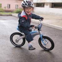 В Омске автоледи сбила четырехлетнего малыша на велосипеде