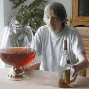 На складе в Омске изъято более 10 тысяч бутылок нелегального алкоголя
