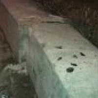 В Омске LADA Priora врезалась в бетонное ограждение: пострадали трое