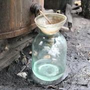 В омской деревне пятеро отравились некачественной выпивкой