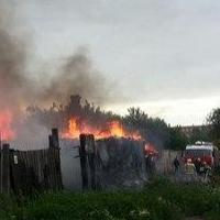 Возгорание нежилого дома в центре Омска чуть не привело к серьезным последствиям