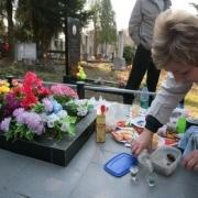 Пора по кладбищам. В Омске готовятся ко дню поминовения усопших