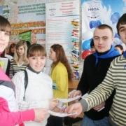 Школьников позвали на ярмарку омских вузов