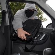 В Омске из Nissan Pathfinder похитили 2 млн 600 тыс. рублей, взятые в долг