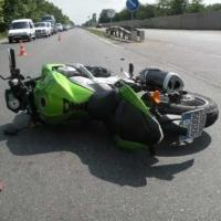 При столкновении иномарки и мотоцикла в Омске пострадал 11-летний ребенок