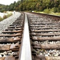 Пассажирский поезд едва не сошёл с рельс после научного эксперимента омских школьников