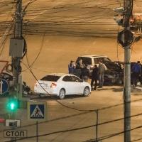Ночью в центре Омска водитель ВАЗа устроил массовое ДТП