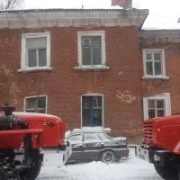 В Омске метель снесла балкон и сорвала крышу