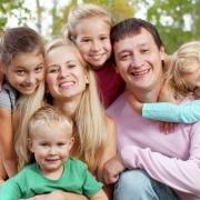 Почётные семьянины. В Международный день семьи мэр поздравил омичей