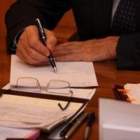 Двух депутатов в Омской области лишили мандатов досрочно