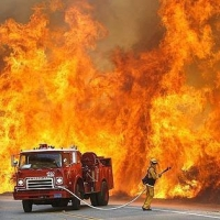 В Омском районе из пожара в пятиэтажке спасли 20 человек