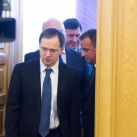 Мединский требует 1 миллион рублей с автора омской скульптуры Петра I