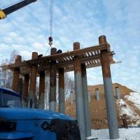 В Омской области начали строить инновационный мост из досок