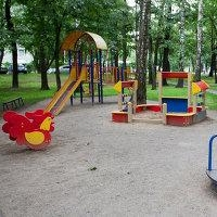 Омские Нефтяники активно обустраивают детские площадки
