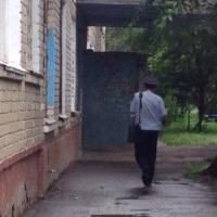 Омские полицейские проверили информацию о голых малышах на окне многоэтажки